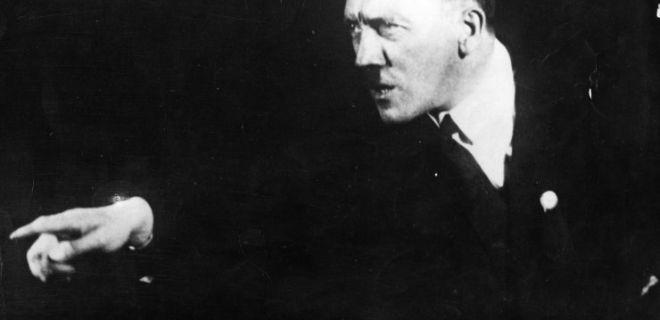 Hitler'in Aynanın Karşısında Yaptığı Konuşma Provaları