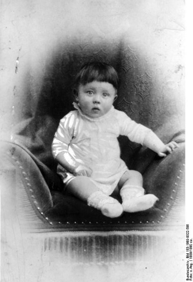 Almanya'da Adolf Hitler'in Özel Fotoğraf Albümü Yayımlandı galerisi resim 2