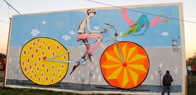 Duvarları Renklendiren Bisiklet Grafitileri