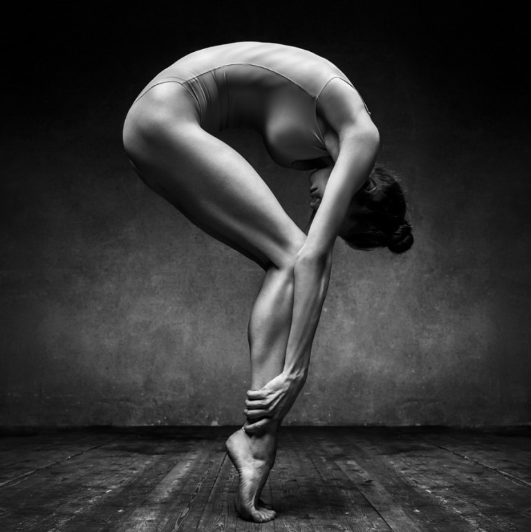 Nude dancer artistic black and white photo wallpapers