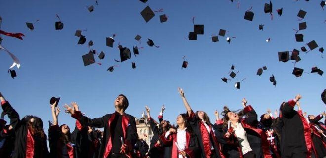 Hangi Ünlü Hangi Üniversiteden Mezun Oldu ?