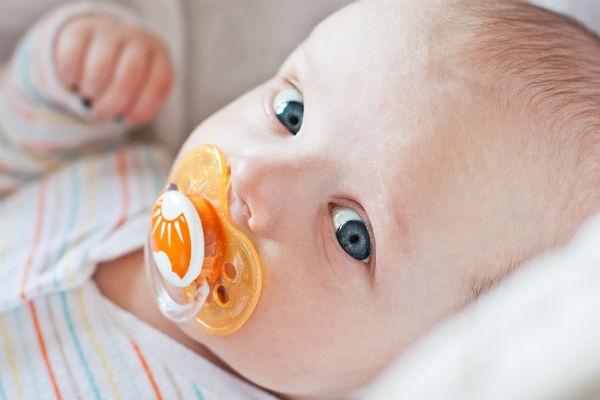 Bebeklere Emzik Verilmeli mi? galerisi resim 2