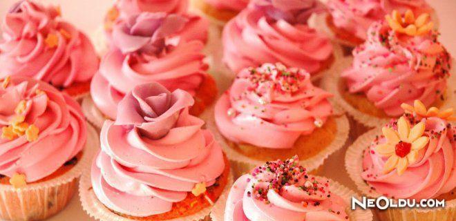 Kakaolu Cupcake & Çilekli Butter Cream Tarifi