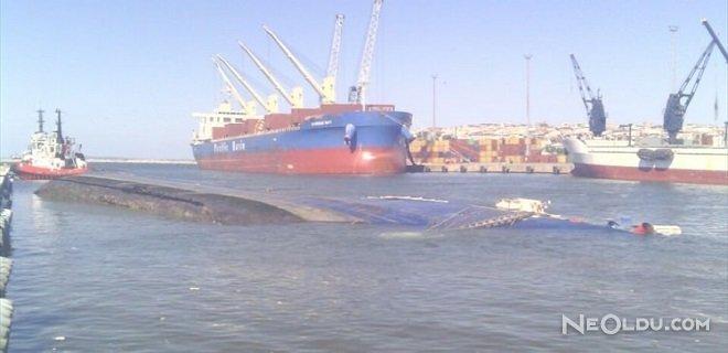 Kargo Gemisi Yan Yattı