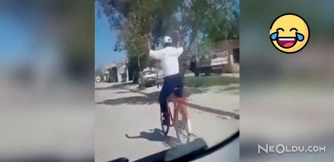 Bisikletli Sürücü Trafiğin Ortasında Kendini Müziğe Kaptırdı