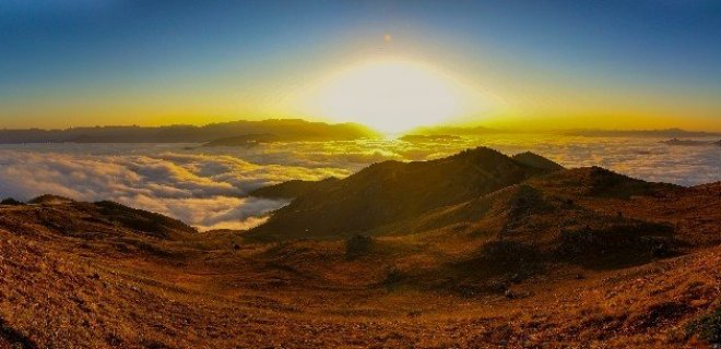 Bulutların Üzerinde Doğan Güneş