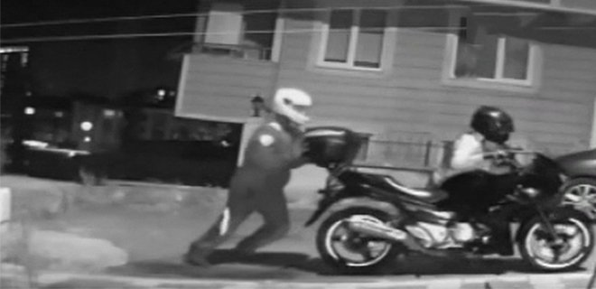 Hırsızların Motosikleti Çaldığı Anlar Kameralarda