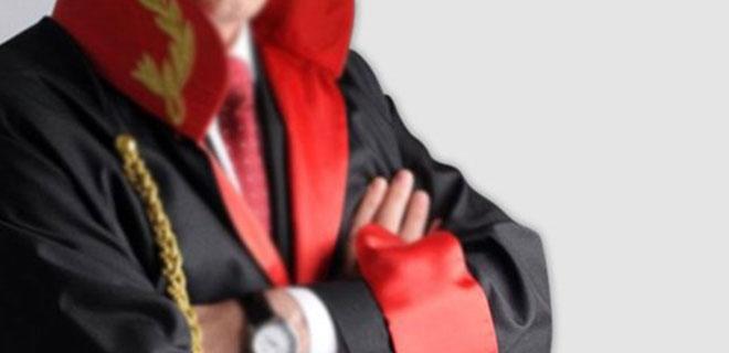 Avukatlar İsyan Etti! Hakim Kendi Davasını Kendisi Yönetti!