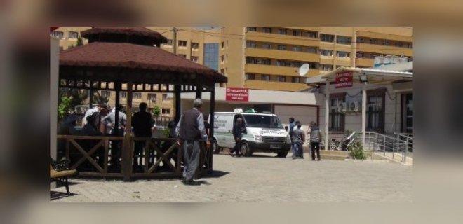 Şanlıurfa'da Kaza! Kontrolden Çıkan Araç Bariyerlere Çarptı: 1 Ölü, 2 Yaralı