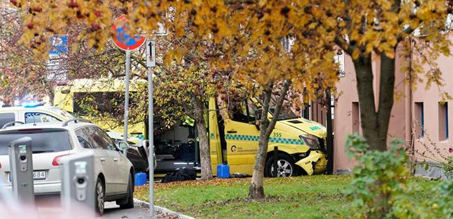 Ambulans Kaçırıp Yayaları Ezdi, Polis Vurarak Durdurdu!