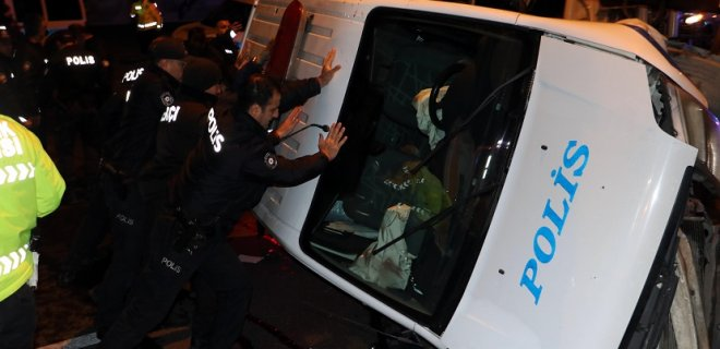 Ankara'da Korkunç Kaza! Takla Atan Polis Aracından Arkadaşları Kurtardı!