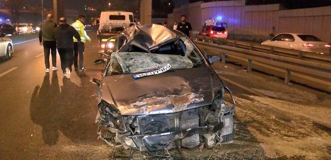 İstanbul'un En İşlek Caddesi'nde Feci Kaza! Taklalar Atarak Karşı Şeride Geçti: 4 Yaralı