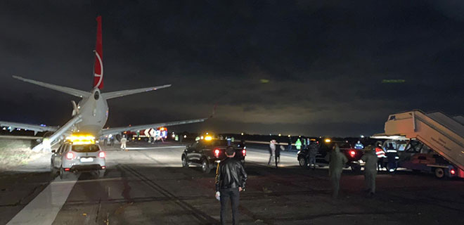THY Uçağı Pistten Çıktı, Yolcular Büyük Panik Yaşadı! İşte O Görüntüler…