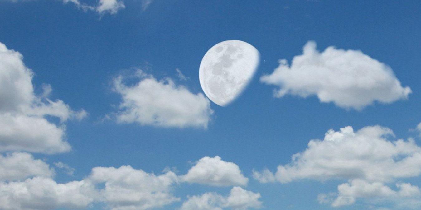 Ay'ın Bazen Gündüzleri Görülmesinin 5 Nedeni