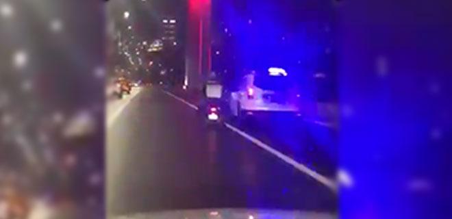 Fırtınada Köprüden Geçen Kuryeye Polis Siper Oldu!