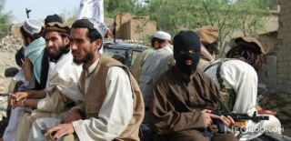 Afganistan'da Yüzlerce Terörist Teslim Oldu