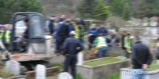 Ağrı'da Cemaat Mezarlığa Gidince Şok Yaşadı