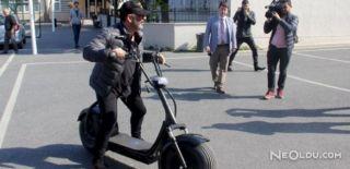 Cem Yılmaz Elektrikli Bisikletle Sandığa Gitti