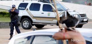 Brezilya'da Yerliler ve Polis Çatıştı