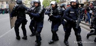 Fransa'da Seçim Sonrası Coplar Havada Uçuştu!