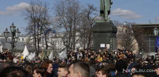 Moskova'da 5 Bin Kişi Sokakta!