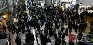 İsveç'te Bomba Paniği! Havalimanı Boşaltıldı!