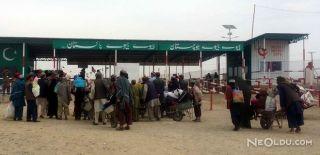 Pakistan'dan Afganistan Sınırına Tel Örgü