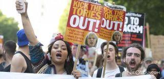 İngiltere'de Theresa May Protesto Edildi