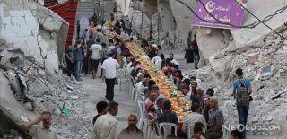 Suriye'de 1 Km Uzunluğunda İftar Sofrası