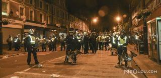 Londra'da Göstericiler Karakola Saldırdı