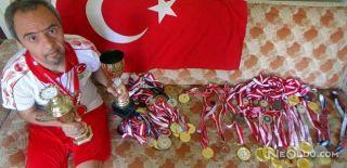 Down Sendromlu Yüzücü Yaşı Kadar Madalya Topladı