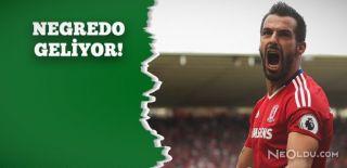 Valencia Negredo'yu Gönderiyor