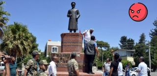 Şanlıurfa'da Bir Kişi Atatürk Büstüne Saldırdı