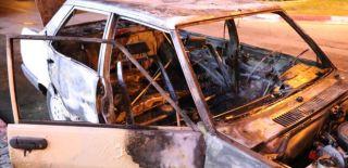 Otomobil Yandı, 4 Kişi Son Anda Kurtuldu
