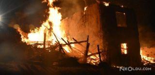 Kızılcahamam'da Bir Bina Alev Alev Yandı