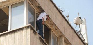 Babası Sevdiği Kızı İstemeyince Çatıya Çıktı
