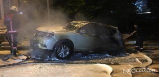 Kağıthane'de Lüks Bir Otomobil Kundaklandı