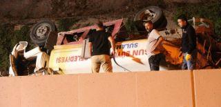 Tanker Tramvay Yoluna Uçtu: 2 Yaralı