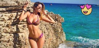 Güzel Sunucu Plaja Gitti, Yürekler Hopladı