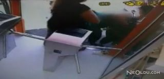 Kadın Görevliyi 1 TL İçin Tekme tokat Dövdüler