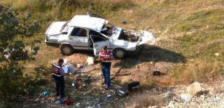 Otomobil Şarampole Yuvarlandı: Ölü ve Yaralılar Var