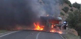 PKK'lı Teröristler Araç Yaktı! Yol Trafiğe Kapandı