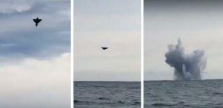 Gösteri Sırasında Savaş Uçağı Düştü