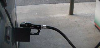 Hortumla Benzin Çeken Kişi Hayatını Kaybetti