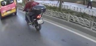 Dolmabahçe'de Dikkatsiz Motorcu Kaza Yaptı