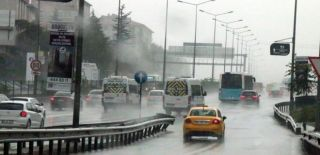 İstanbul Sağanak Yağışa Teslim Oldu