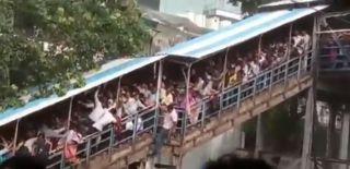 Tren İstasyonunda İzdiham: 15 Ölü, 30 Yaralı