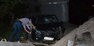 Zonguldak'ta Araç Direğe Çarptı: 4 Yaralı