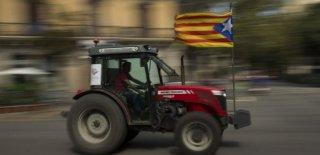 Katalanlar, Referandumu Traktörle Koruyor