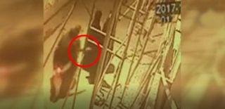 Kapkaççıların Kadının Çantasını Çaldığı Görüntüler